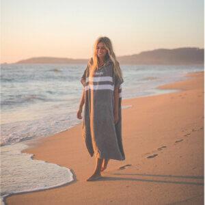 Poncho Handtuch von Northcore Beach Basha grau